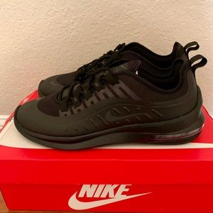 Nine air max axis